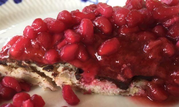 Jordbærtærte med granatæblekerner