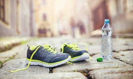 På med traveskoene – derfor bliver du slank af at gå